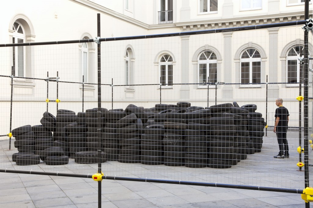 Allan Kaprow, Yard, 2003 – 2013. Courtesy Fondazione Morra, Napoli. Foto © Amedeo Benestante.