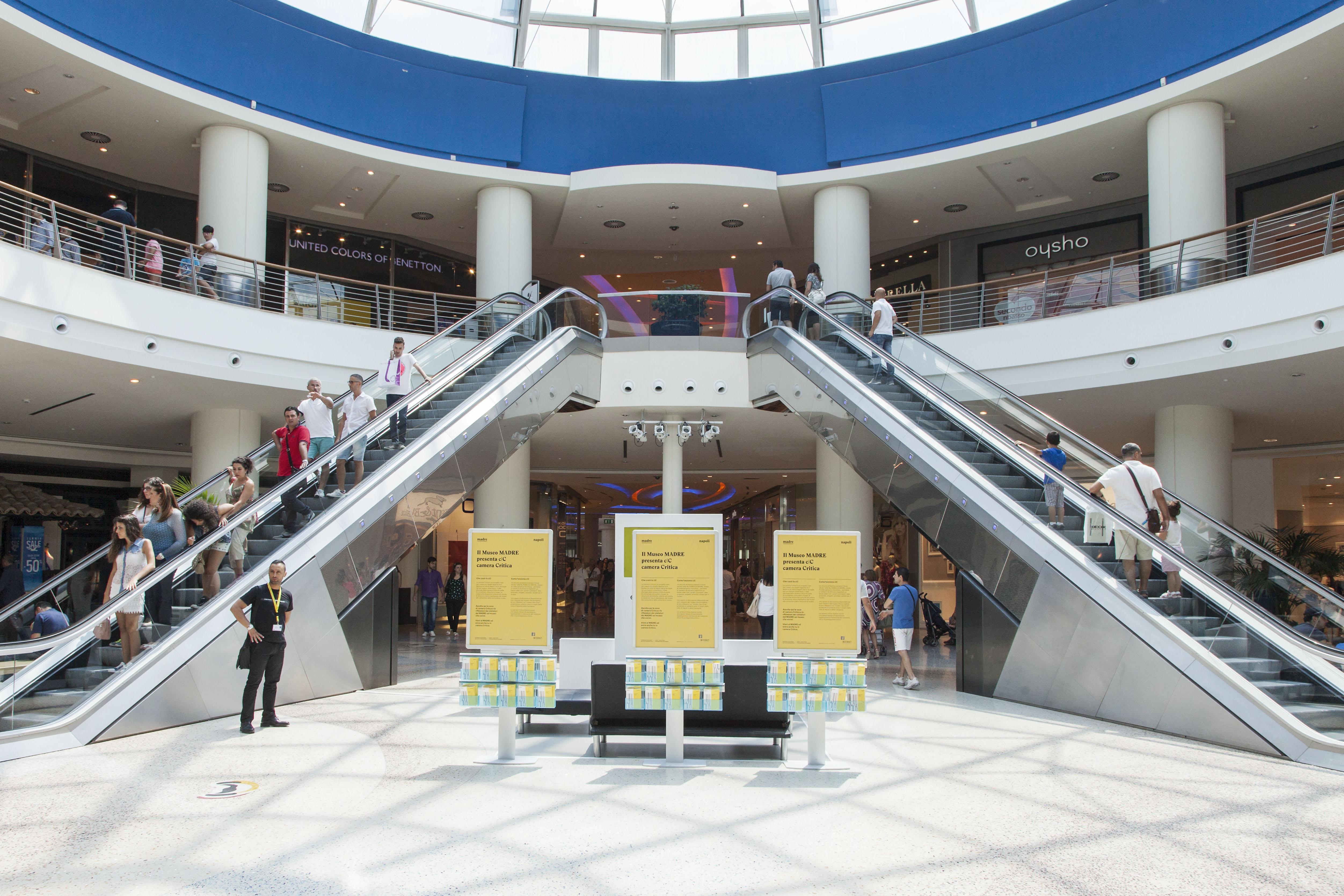 Camera critica al centro commerciale campania museo madre for Centro commerciale campania negozi arredamento