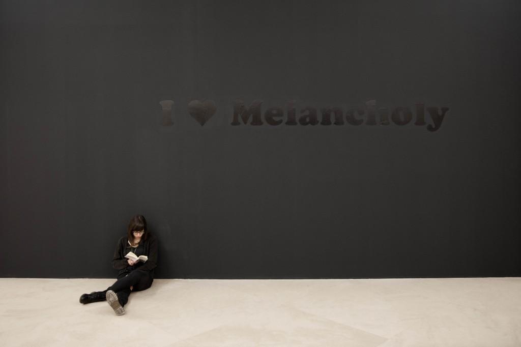 Jeremy Deller, I love melancholy / Amo la malinconia, 1993. Collezione Ernesto Esposito, Napoli. In comodato a Madre · museo d'arte contemporanea Donnaregina, Napoli. Foto © Amedeo Benestante.