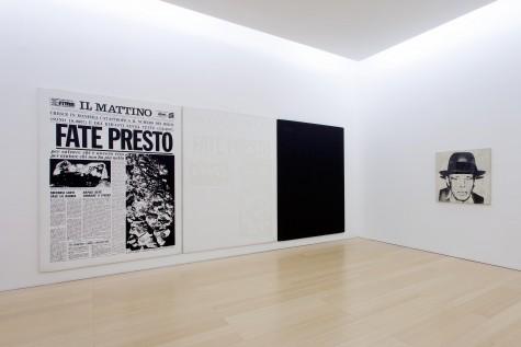 Lucio Amelio. Dalla Modern Art Agency alla genesi di Terrae Motus (1965-1982) Documenti, opere, una storia…Veduta dell'installazione, Madre, Napoli, 2014. Foto © Amedeo Benestante.