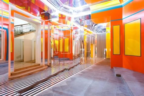 Daniel Buren. Axer / Désaxer. Lavoro in situ, 2015, Madre, Napoli – #2. Courtesy Fondazione Donnaregina per le arti contemporanee, Napoli. Foto © Amedeo Benestante.