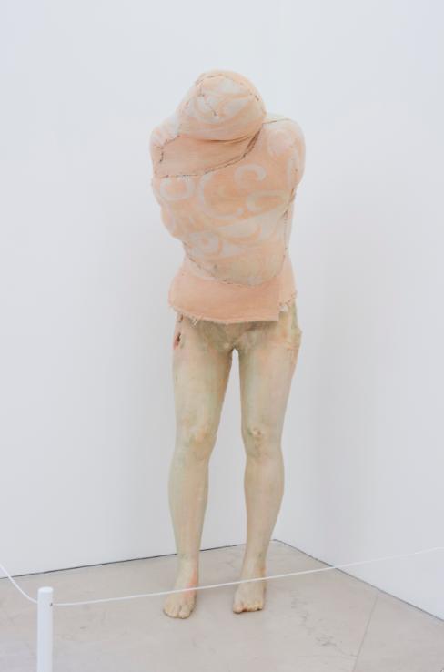 Berlinde De Bruyckere, Aanèèn – genaaid (1999), 1990. Collezione Enea Righi, Bologna. In comodato a Madre · museo d'arte contemporanea Donnaregina, Napoli. Foto © Amedeo Benestante. In esposizione fino a dicembre 2016.