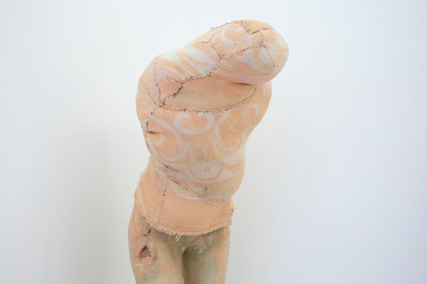 Berlinde De Bruyckere, Aanèèn – genaaid (1999), 1990 (dettaglio). Collezione Enea Righi, Bologna. In comodato a Madre · museo d'arte contemporanea Donnaregina, Napoli. Foto © Amedeo Benestante. In esposizione fino a dicembre 2016.