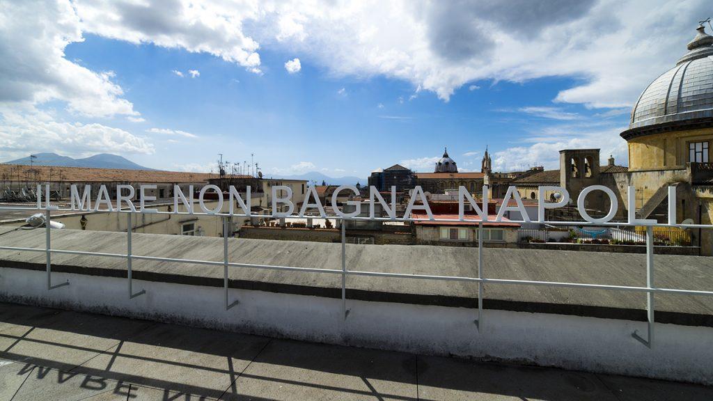 Bianco-Valente, Il mare non bagna Napoli, 2015. Courtesy gli artisti. In comodato a Madre · museo d'arte contemporanea Donnaregina, Napoli. Foto © Amedeo Benestante.