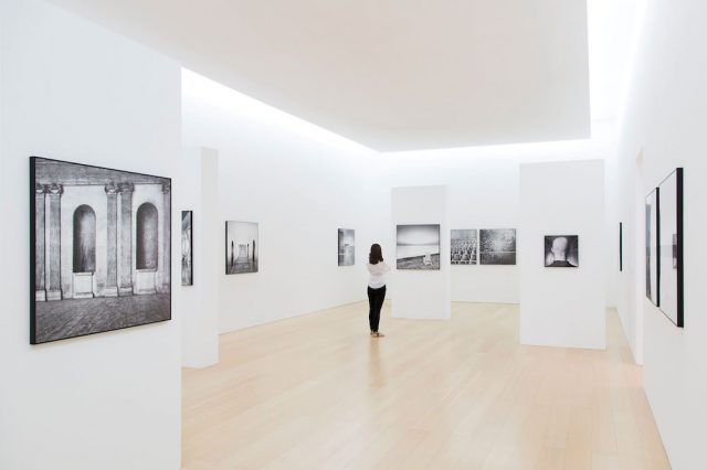 Mimmo Jodice, Attesa. 1960-2016, veduta dell'allestimento, Madre - museo d'arte contemporanea Donnaregina, 2016. Courtesy Fondazione Donnaregina per le arti contemporanee, Napoli. Foto © Amedeo Benestante.