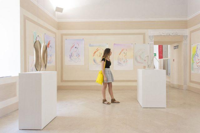 Camille Henrot, Luna di latte, veduta dell'allestimento, Madre - museo d'arte contemporanea Donnaregina, 2016. Courtesy Fondazione Donnaregina per le arti contemporanee, Napoli. Foto © Amedeo Benestante.