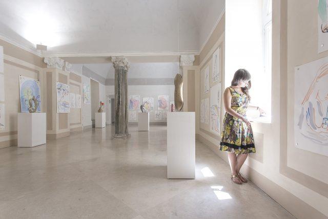 Camille Henrot, Luna di latte, veduta dell'allestimento, Madre - museo d'arte contemporanea Donnaregina, 2016. Courtesy Fondazione Donnaregina per le arti contemporanee, Napoli. Foto © Amedeo Benestante