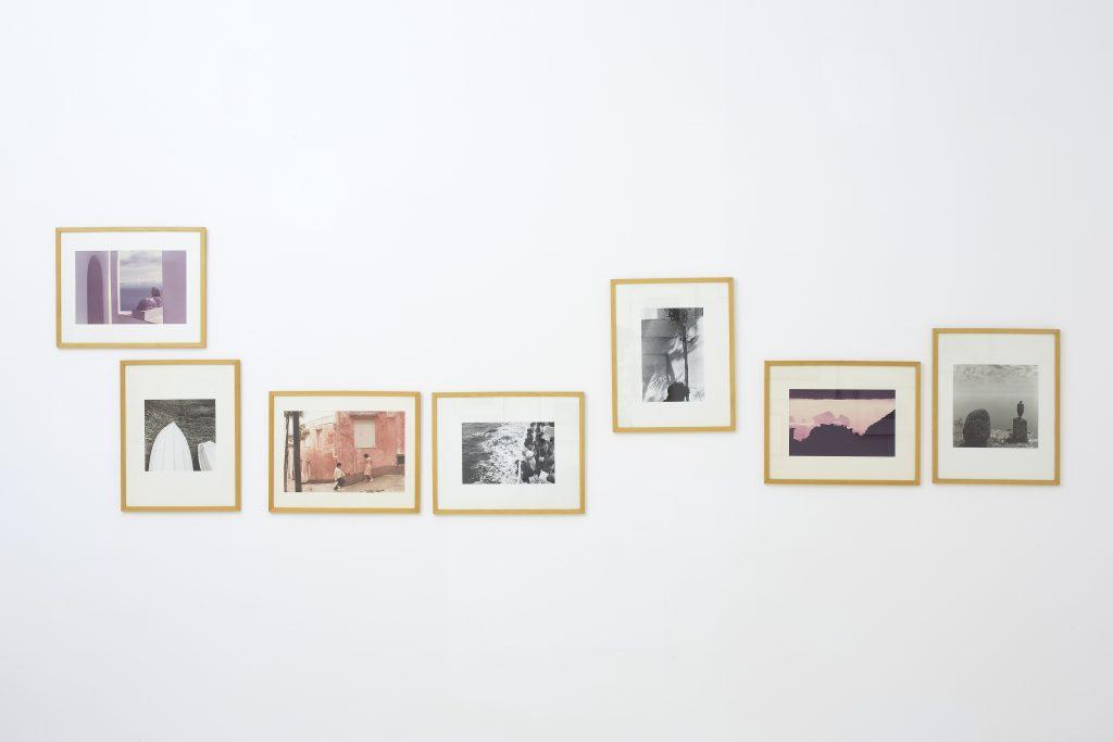Capri un pretesto. Portfolio fotografico, 1981-1983. Stampe fotografiche di Luigi Ghirri (1981); Franco Fontana (1982); Paul Den Hollander (1983); Ralph Gibson (1983); Mimmo Jodice (1983); Claude Nori (1983); Weilhelm Schuermann (1983). Collezione Riccardo e Rita Marone, Napoli. In comodato a Madre · museo d'arte contemporanea Donnaregina, Napoli. Foto © Amedeo Benestante. In esposizione fino a dicembre 2016.