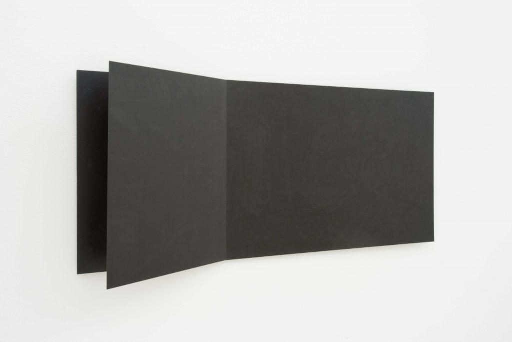 Francesco Lo Savio, Metallo Nero Opaco, 1960. Collezione privata, Napoli. In comodato a Madre · museo d'arte contemporanea Donnaregina, Napoli. Foto © Amedeo Benestante.