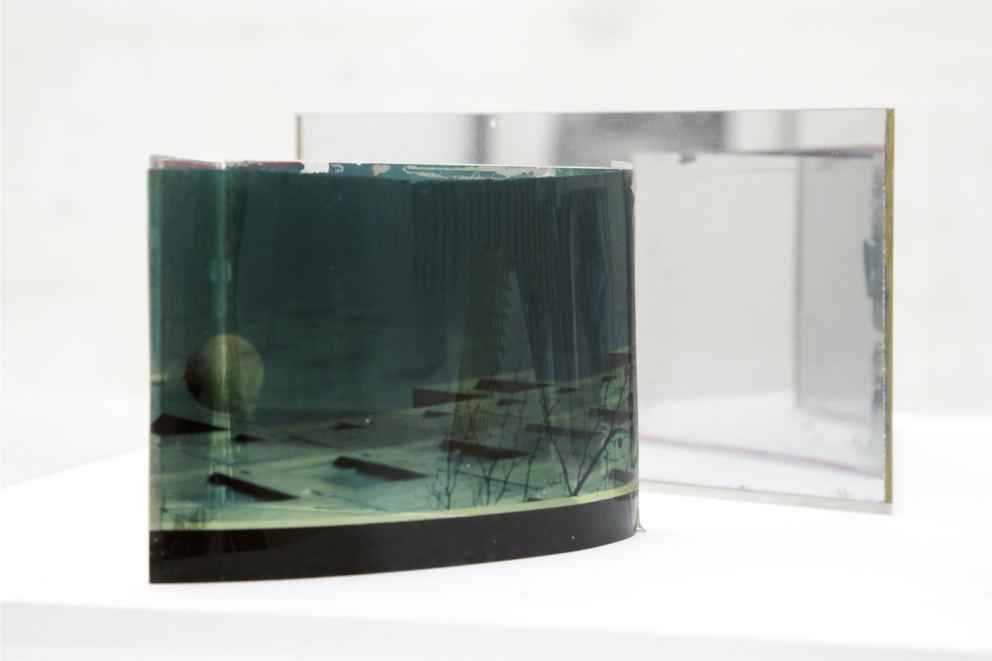 Dan Graham, Untitled / Senza titolo (dettaglio), 1980-1985. Collezione Enea Righi, Bologna. In comodato a Madre · museo d'arte contemporanea Donnaregina, Napoli. Foto © Amedeo Benestante.