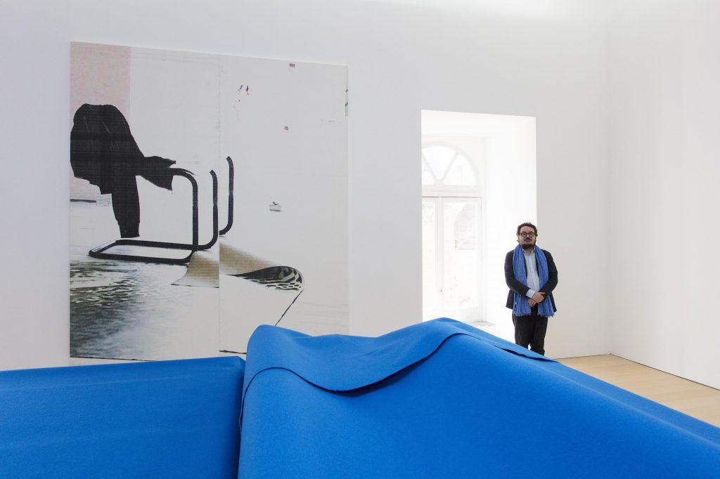 Visita alla mostra SIAMO ARRIVATI di Wade Guyton, 2017, con il curatore e direttore del Madre Andrea Viliani. Foto © Amedeo Benestante.