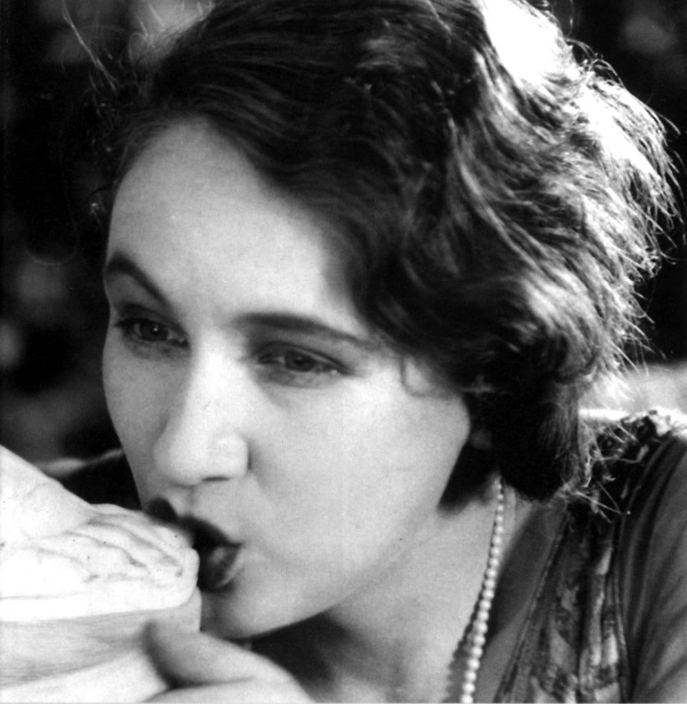 Luis Buñuel, L'âge d'or, FR 1930, 65′ (still da video).