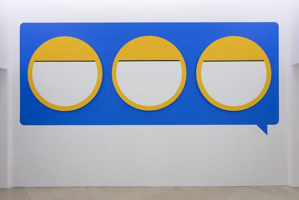 Darren Bader. (@mined_oud), veduta della mostra al Madre · museo d'arte contemporanea Donnaregina, Napoli. Courtesy Fondazione Donnaregina per le arti contemporanee. Foto © Amedeo Benestante.